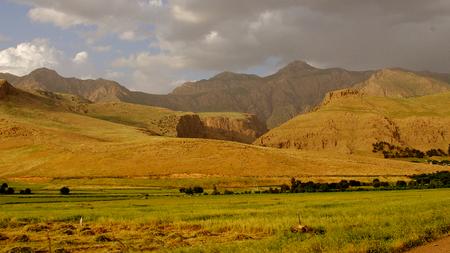 Montañas iraquíes en la región autónoma del Kurdistán cerca de la frontera iraní Foto de archivo