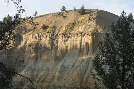 volcanic rock: Canyon of the Yellowstone River, with columnar volcanic rock layer on top of sedimentary deposits near Devils Den in Yellowstone National Park, Wyoming.