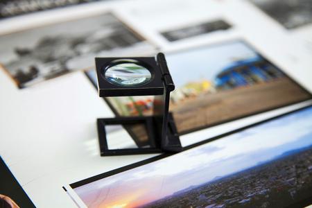 imprenta: Primer plano de una máquina de impresión offset durante la producción Foto de archivo