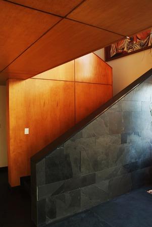 현대 거실 콘크리트 벽과 인테리어와 계단