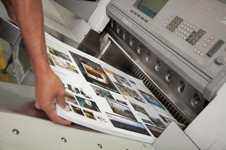 Produzione di una stampa Archivio Fotografico - 64987848