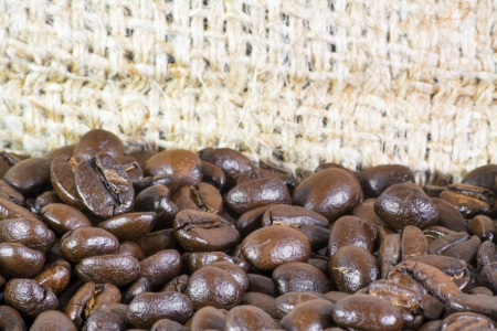 Detail of coffee beans and jute bag background 免版税图像