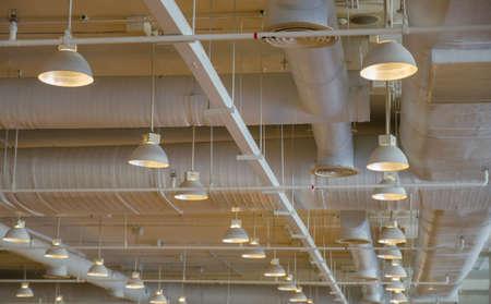 duct: tuber�as de ventilaci�n de un aire acondicionado