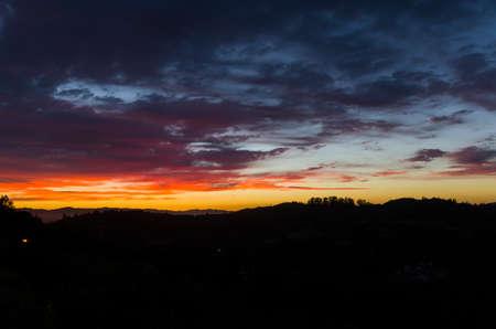 Beautiful sunset over Santa Rosa California hills. 版權商用圖片