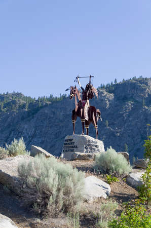 first nations: Statue near the entance to Spirit Ridge Resort welcoming visitors to theis beautiful place.