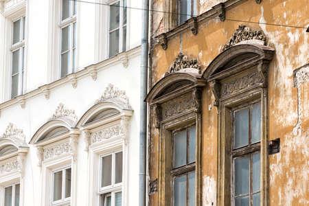 Frente de una casa en Cracovia Foto de archivo - 33371336