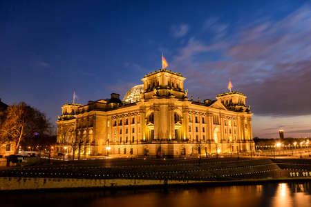 gloaming: Reichstag, domicile of the German parliament in Berlin