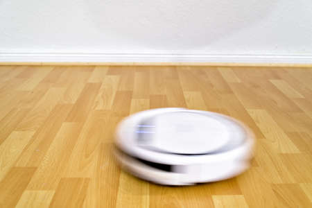 cleaning robot cleaning the floor in a flat Imagens