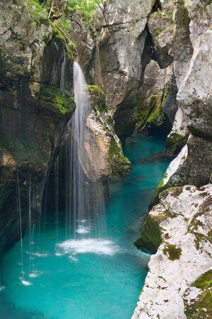 キャニオンのソカ川、スロベニア。