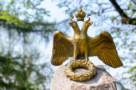 Two-headed eagle in the memory of russian and french armies stopped in 1812