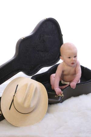 guitar case: Beb� en el caso 1 de la guitarra