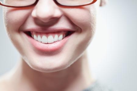 닫기 아름답게 흰색, 건강한 치아를 닫습니다. 스톡 콘텐츠