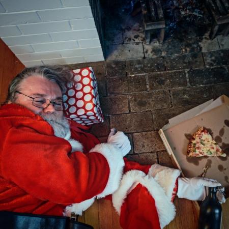 caja de pizza: Pap� festejaron demasiado duro en esta casa. Foto de archivo