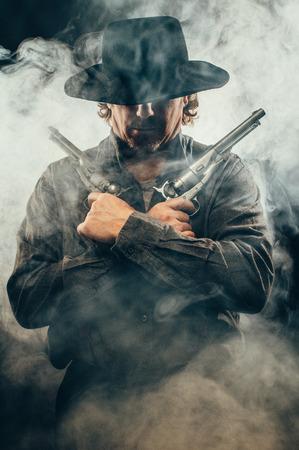 pistola: Pistolero en las sombras