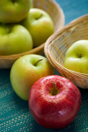 Overview of fresh organic apples