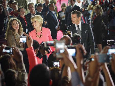 durchstechen: TORONTO - 12. SEPTEMBER Pierce Brosnan und Emma Thompson kommen auf dem Toronto International Film Festival f�r ihren neuen Film The Love Punch on 12. September 2013 Editorial