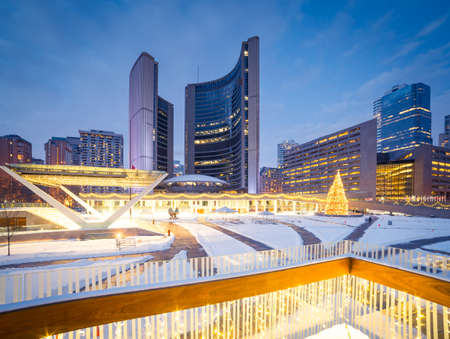 Nathan Phillips Square in Toronto, Canada Imagens