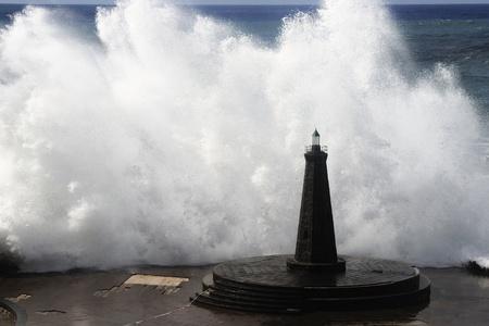 storm tide: waves