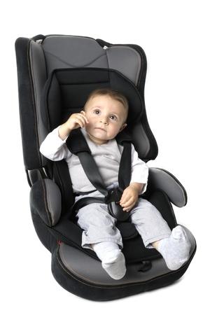 enfant banc: Petit enfant sur la s�curit� automobile du v�hicule