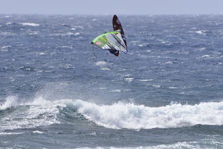 windsurf: TENERIFE, ESPAÑA-11 DE AGOSTO DE 2017: Copa Mundial de windsurf de PWA, El Medano, 11 de agosto de 2017