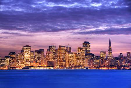 ile au tresor: Une image de San Francisco, prises de l'�le au tr�sor. Cette image est trait�e avec