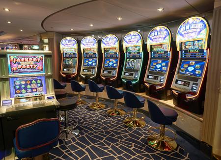 tragamonedas: Cruise liner Opera of MSC - June 2016: Slot machines in gambling casino on board
