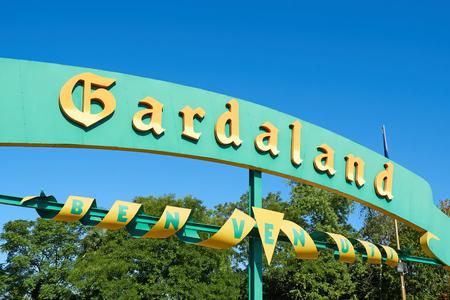Gardaland 유원지의 입구 표지 에디토리얼