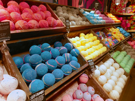 Rome, Italië - 29 december 2017: Interieur Lush Soap Shop in Rome Stockfoto - 92585664