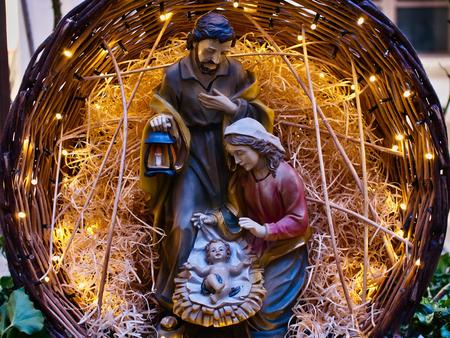 Scène de la nativité Jésus kid statue close up crèche symbole de la famille Banque d'images