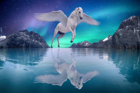Pegasus geflügeltes legendäres weißes Pferd fliegt mit ausgebreiteten Flügeln auf verträumter Landschaft flying