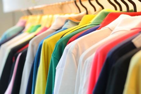 blue shirt: Polo shirt collar