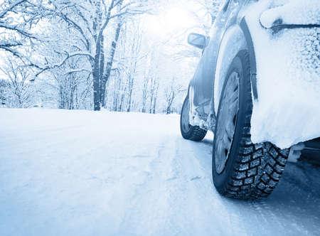 Winter weg in de ochtend Stockfoto - 32010242