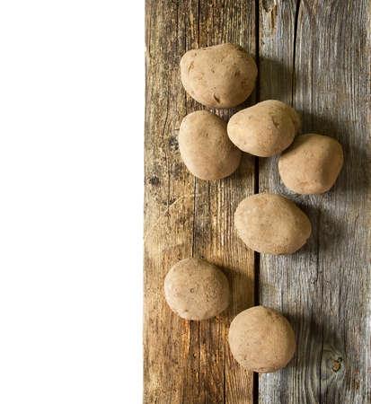 raíz de planta: Patatas en tabla de madera