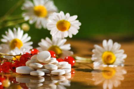 piramide nutricional: tabletas de vitamina