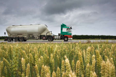 バルク貨物のトラック