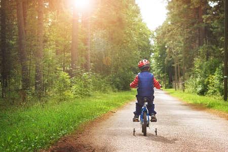 自転車の少年