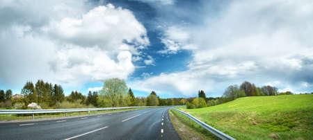 空には美しい雲と濡れた道路パノラマ 写真素材