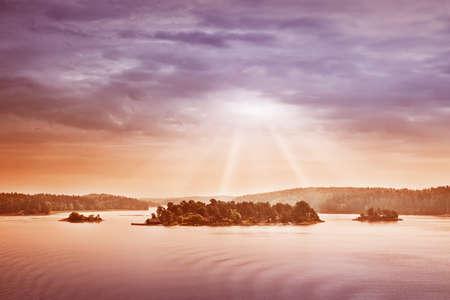 Kleine Inseln am Morgen in der Nähe von Stockholm. Schwedische Landschaft Lizenzfreie Bilder
