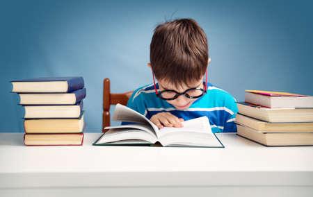책을 읽고 일곱 살 아이