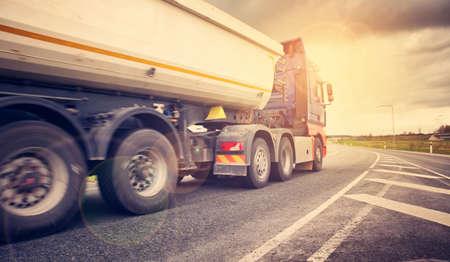 truck on asphalt road Banque d'images
