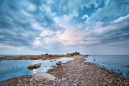 볼 수있는 바위가 많은 해안 스톡 콘텐츠