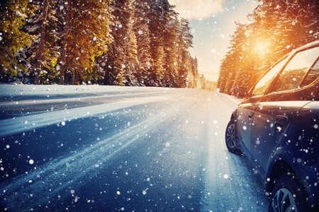 朝は冬の道