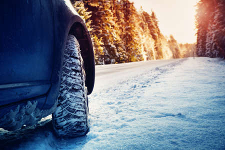 winter road in the morning Imagens - 91380407