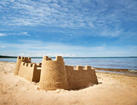 Sandcastle sul mare in estate