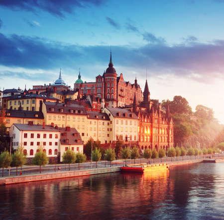 Widok starego Sztokholmu w nocy w lecie