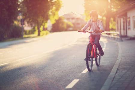 child on a bicycle 免版税图像