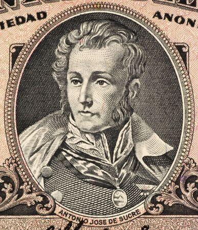 Antonio José De Sucre (1795-1830) en billetes de 5 de sucres de 1988 del Ecuador. Líder de la independencia de Venezuela y uno de Simón Bolívar más cercanos amigos, estadistas y generales.  Foto de archivo - 7008428