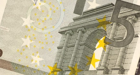 banknote uncirculated: Uncirculated five euro banknote close up