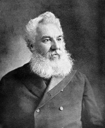 uitvinder: Alexander Graham Bell (1847-1922) op antieke afdruk uit 1899. Wetenschapper, uitvinder, ingenieur en innovator die wordt gecrediteerd voor het uitvinden van de eerste praktische telefoon. Na onbekende kunstenaar en gepubliceerd in de 19e eeuw in portretten, Duitsland, 1899.