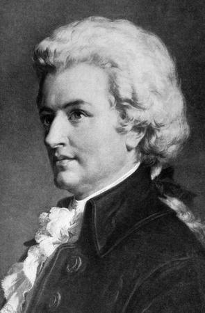 """Wolfgang Amadeus Mozart (1756-1791) auf Stich aus 1908. Eines der bedeutendsten und einflussreichsten Komponisten der klassischen Musik. Gestochen von unbekannten K�nstler und ver�ffentlicht in """"Die weltbesten Musik, ber�hmte Songs. Volume 8"""", von der University Society,"""